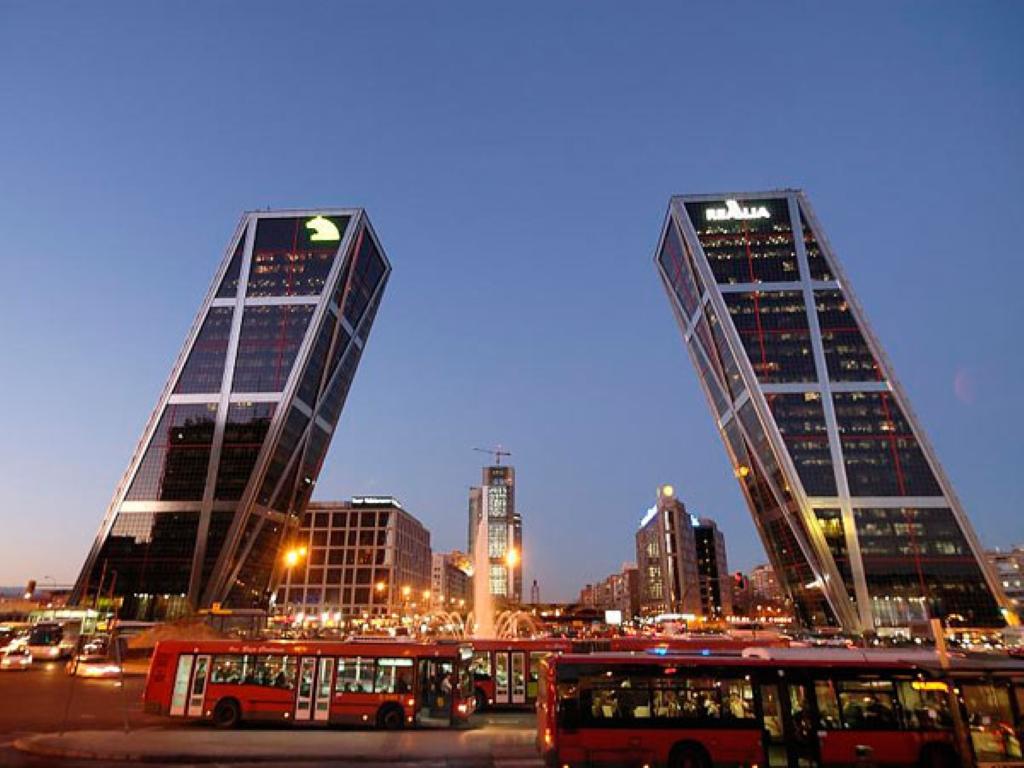 dinero ucranio paseo en Madrid
